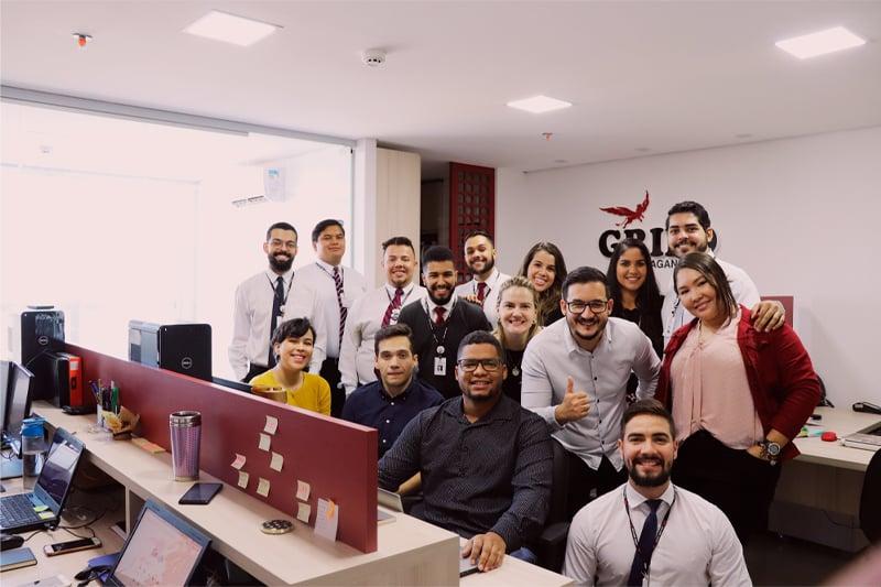 Holding Adão Imóveis fecha parceria com agência Grifo Propaganda